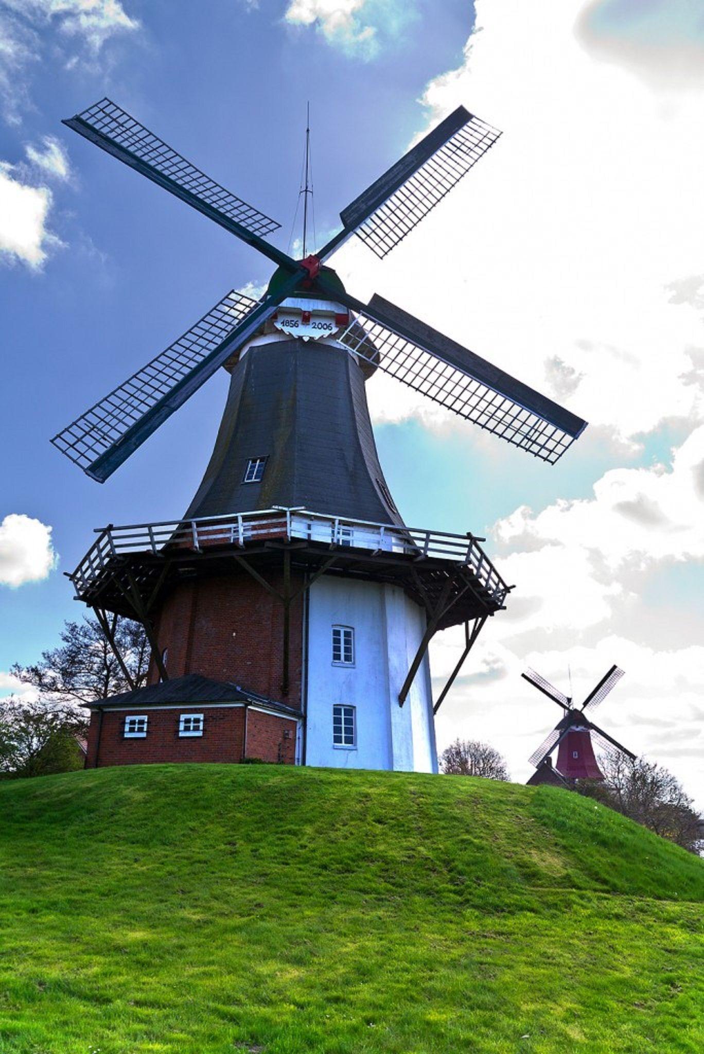 The twin Windmills Fantail - GREETSIEL, Krummhorn: western East Frisia, Germany - Individual mills.