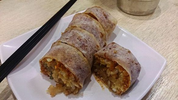 Popiah: might look ugly, but it's delicious! My guide to #food in #Singapore here