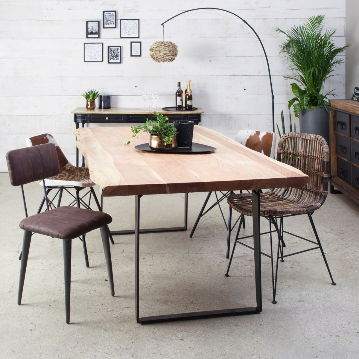 Table A Manger Bois Massif Tronc D Arbre Pieds Metal Table A Manger Chaise Style Industriel Table Salle A Manger