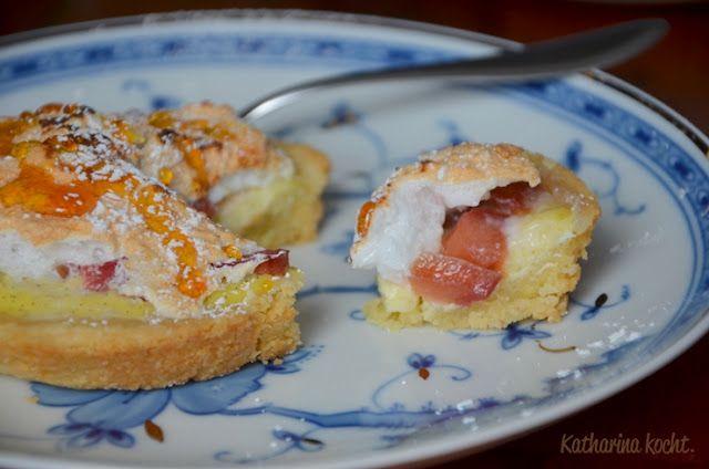 Rhabarber-Mandelt-Tartelettes mit Baiserhaube by Katharina kocht