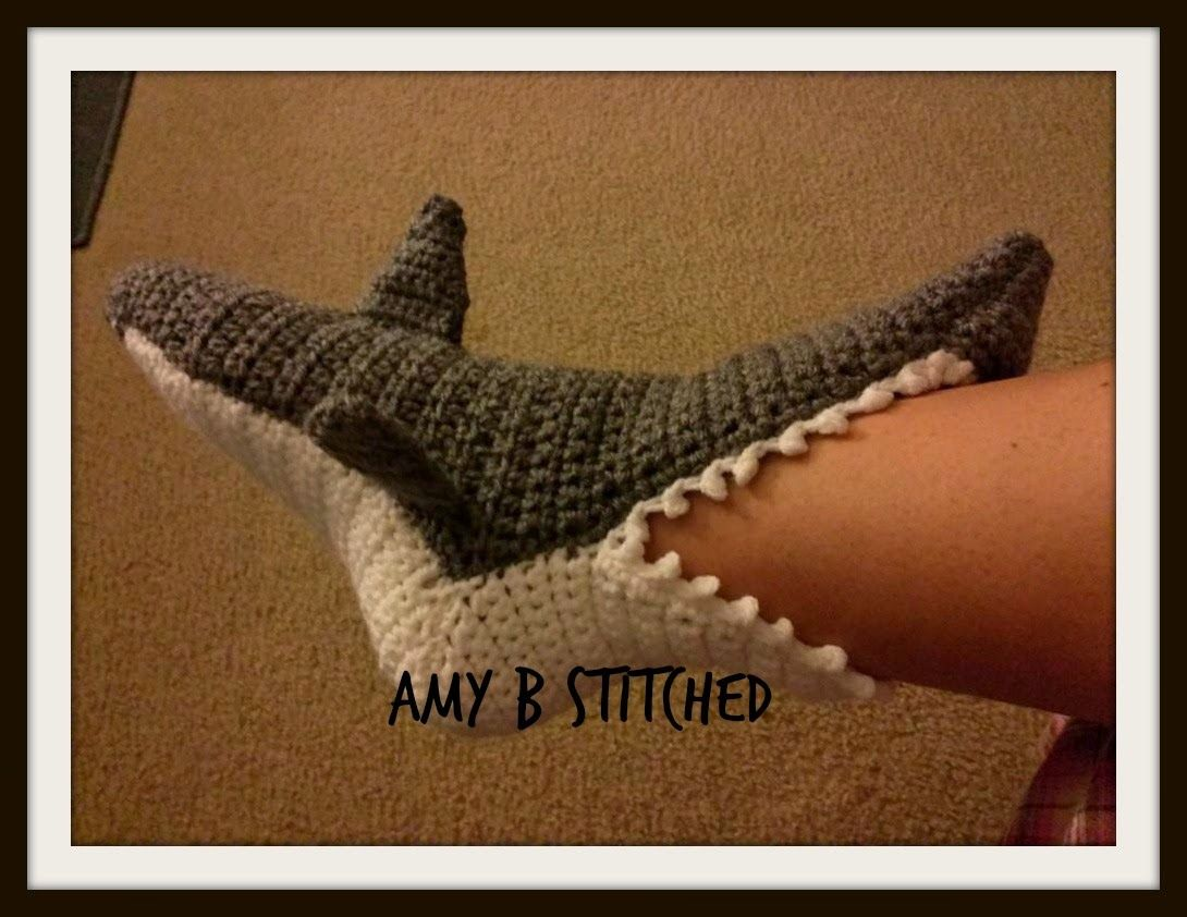 Crocheted Shark Slippers Pattern Review | Crochet zapatos y Zapatos