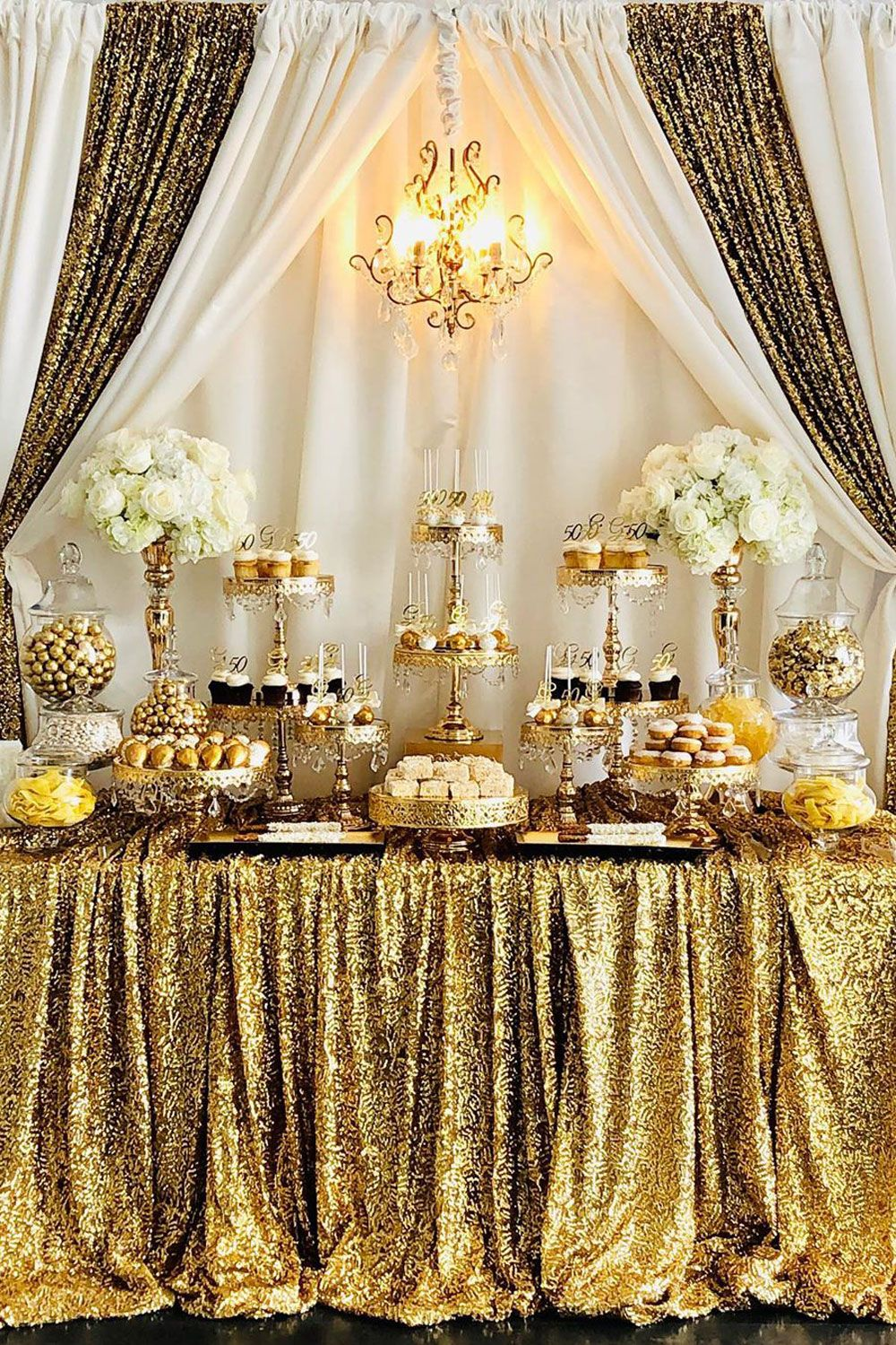 White And Gold 50th Birthday Dessert Table Styled By Bizziebeecreations Chandelier And Cake St Idee Deco Table Mariage Deco Mariage Blanc Deco Table Mariage
