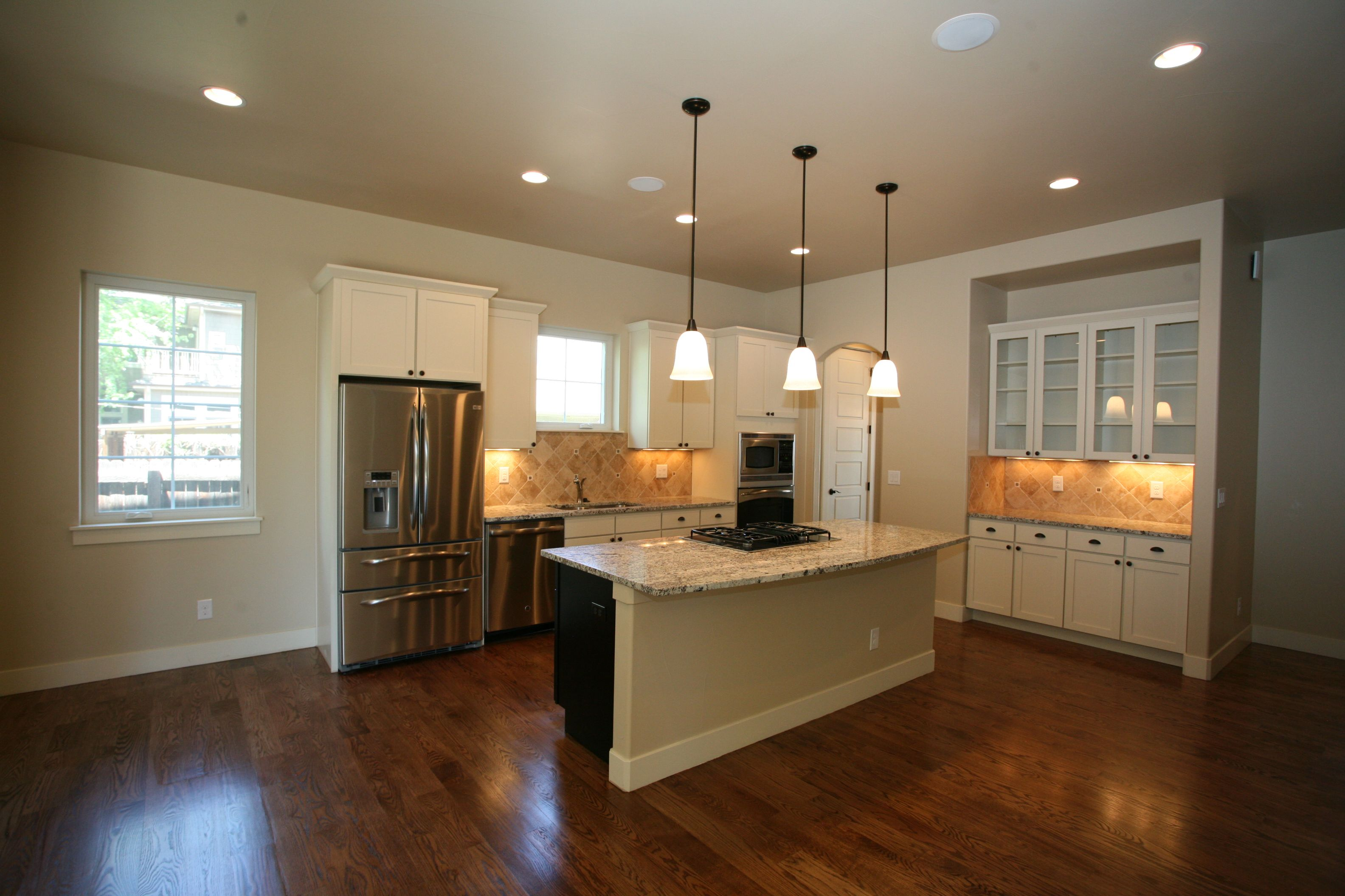 Etonnant Custom Kitchen Design Featuring Mid Size Island And Glass Cabinets. Three  Pendant Light Design