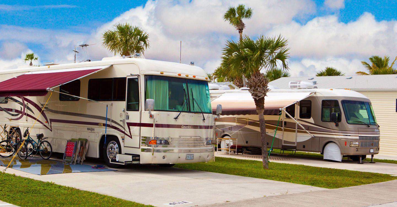 Siesta Bay Rv Resort At Fort Myers Fl Sun Rv Resorts Florida Vacation Florida Beaches Beach Goers
