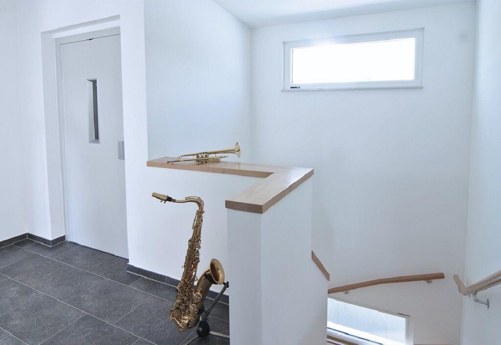gemauerte treppengel nder treppenhaus innen mit treppengel nder gemauert handlauf holz. Black Bedroom Furniture Sets. Home Design Ideas