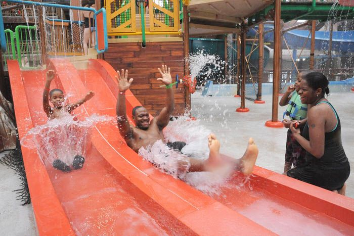 Ny Waterpark Photo Gallery At Six Flags Great Escape Lodge Hotel Swimming Pool Indoor Waterpark Water Park