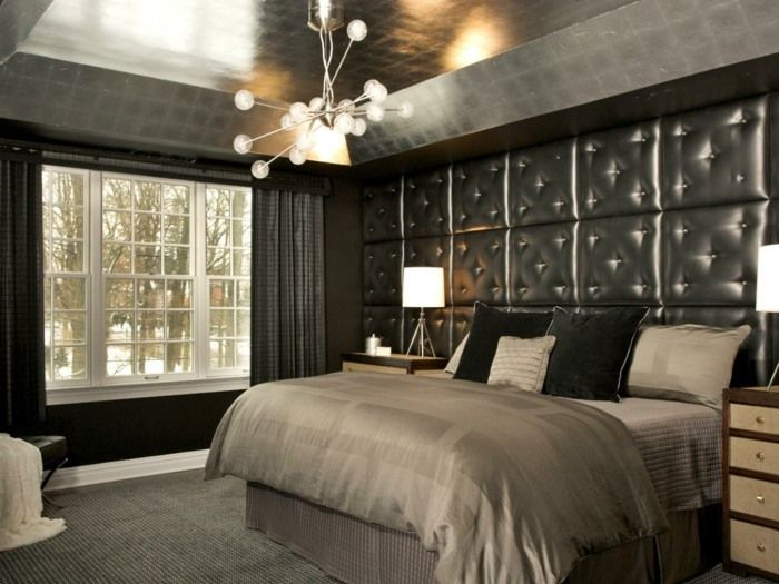 Glänzende Wand Paneele mit Polster zieren dieses graue Schlafzimmer ...
