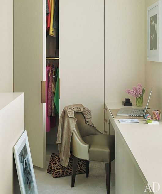 Small dressing room w/ desk; David Mann