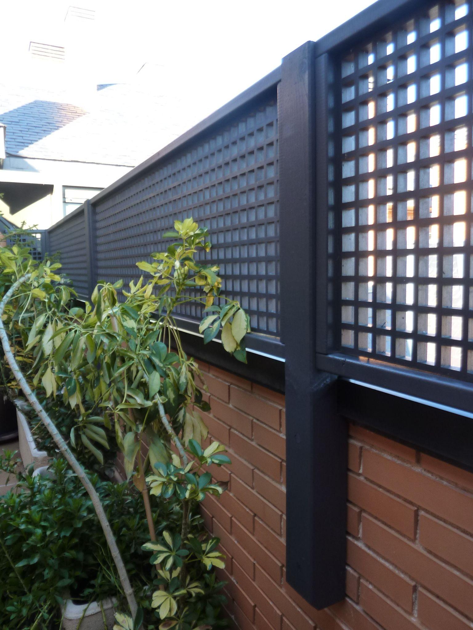 Celosias grises barda perimetral pinterest celos as for Barda de madera para jardin
