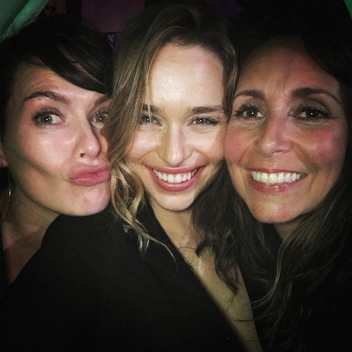 cersei-lannister-daenerys-targaryen-do-selfies-together-emilia-clark-posts-a-pictures-of-she-and-game-of-thrones-co-star-an…  | Emilia clarke, Lena headey, Instagram