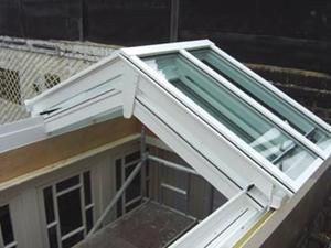 Bi Parting Opening Glazed Roof Light Http Www Livingdaylight Co Uk Opening Roof Applications Htm Roof Light Roof Design Patio Roof