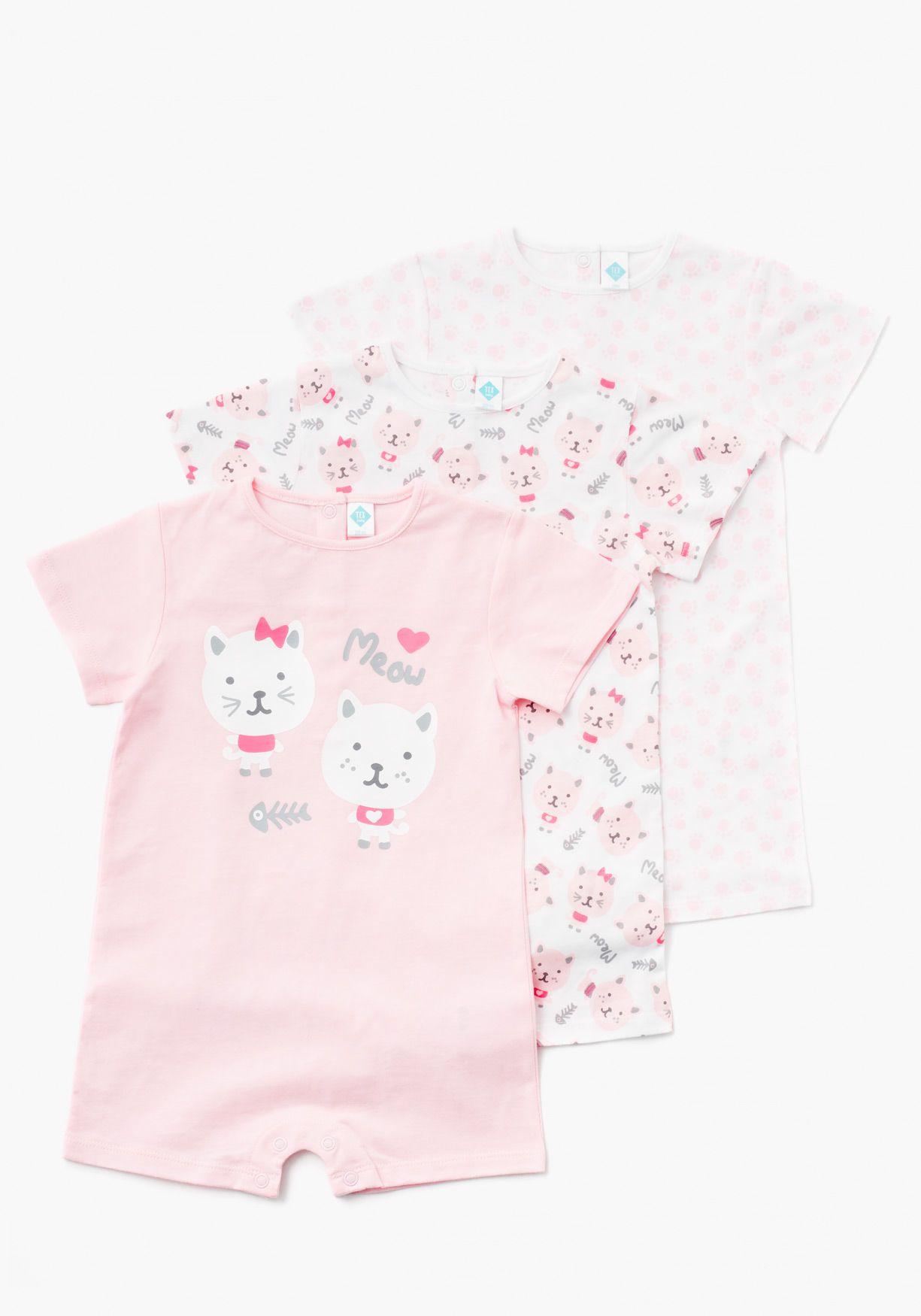 f20a0437b Pack de tres pijamas de una pieza unisex para recién nacido. De manga corta  estampado