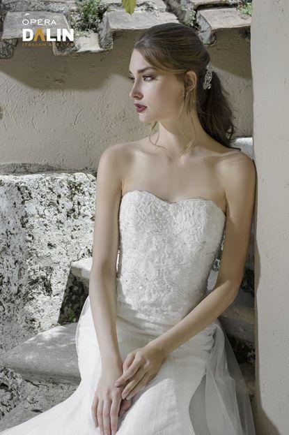 f8d3d199446a Vi presentiamo le foto della nuova collezione 2017 di abiti da sposa creati  dall atelier