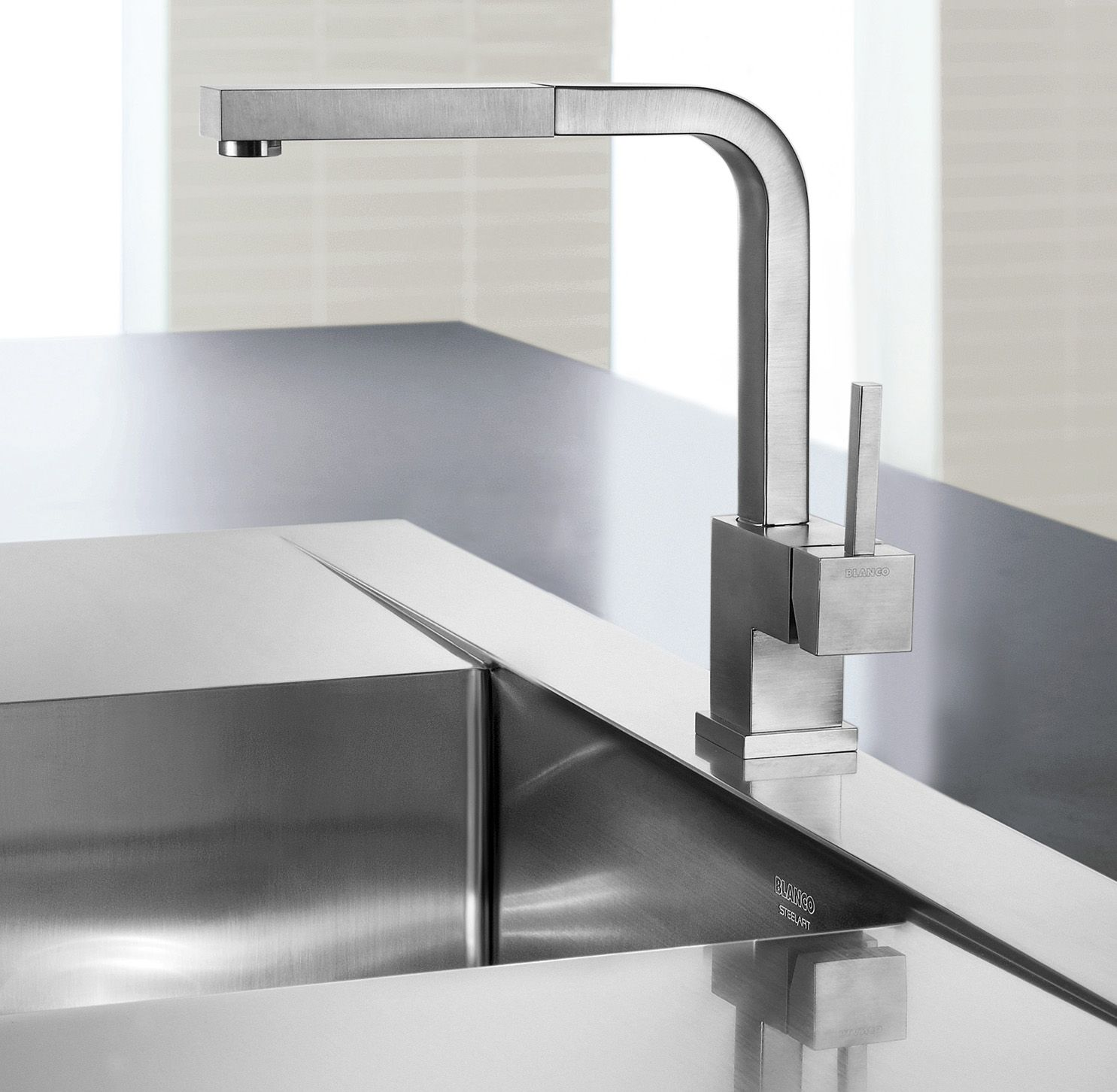 for Main floor Kitchen sink faucet (chrome) BLANCO