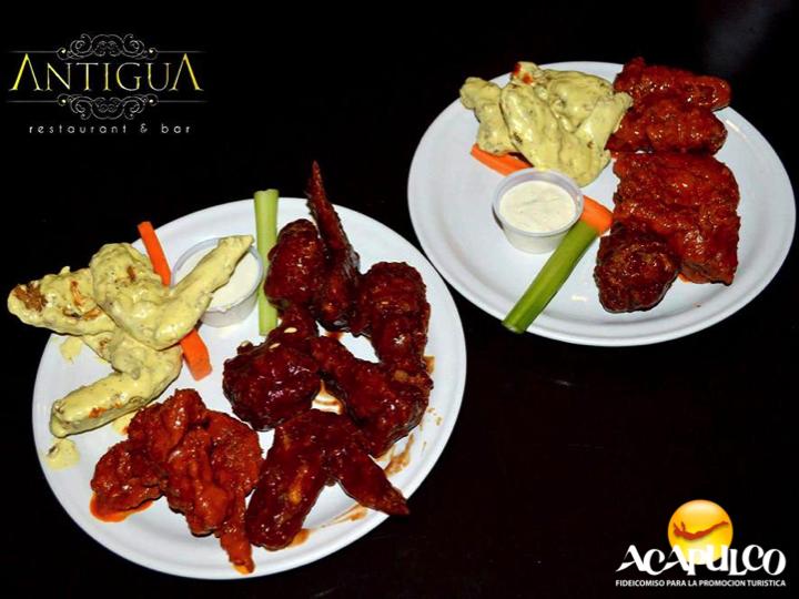 #gastronomiademexico Alitas en el restaurante Antigua de Acapulco. GASTRONOMÍA DE MÉXICO. Las alitas de pollo son un alimento deliciosos, y contienen altos niveles de proteina, calcio, potasio, vitamina B, entre otros, y las puedes acompañar con diferentes tipos de salsa para mejorar su sabor. En el restaurante Antigua de Acapulco, puedes encontrar unas deliciosas. Visita la página oficial de Fidetur Acapulco para más información.
