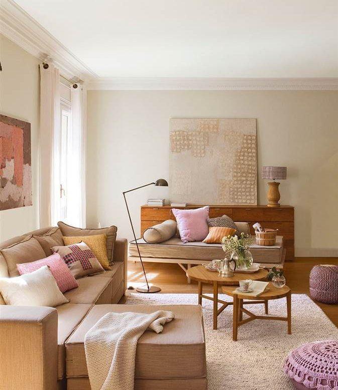 Un salón y cuatro maneras de pintarlo   Sofás marrones, Mesas nido y ...