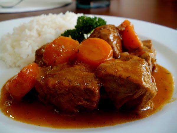Estofado De Carne De Res Ternera Con Zanahorias Y Guarnicion De Arroz Que Completo Estofado De Carne Estofado De Ternera Estofado De Res