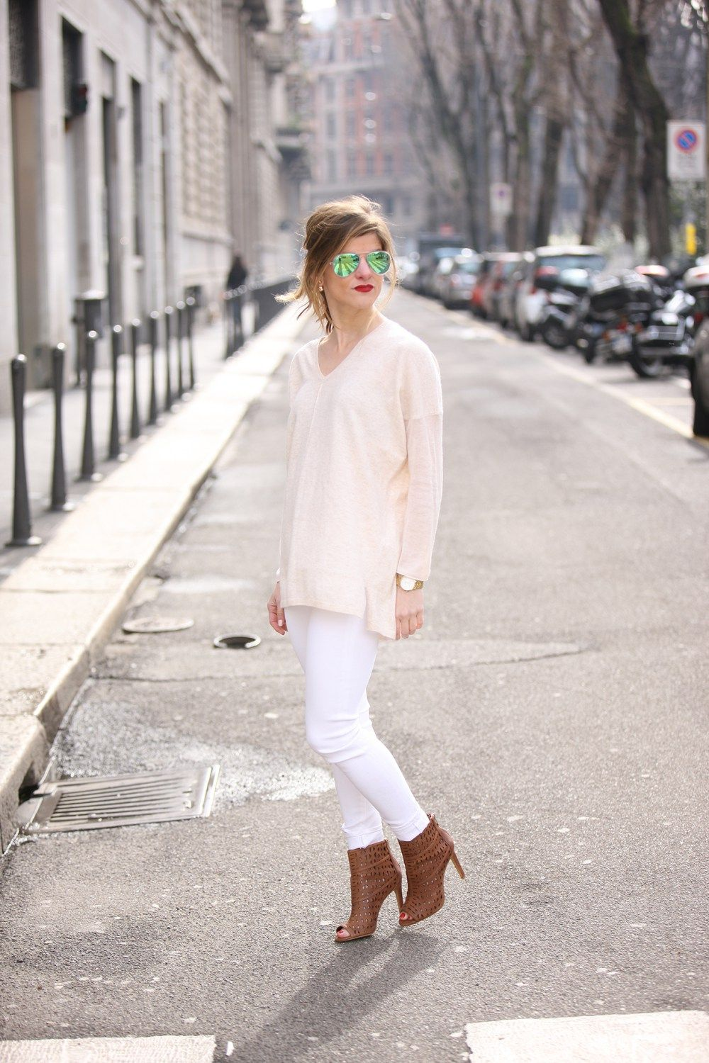 how to wear white jeans during transitional months, transitional fall look…