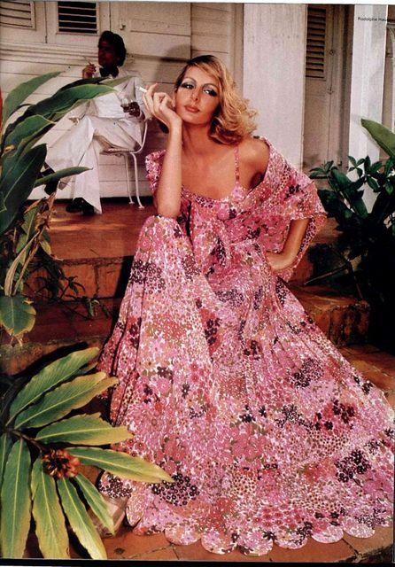 1970s Dramatic floral maxin   1970s   Pinterest   De época, Floral y ...