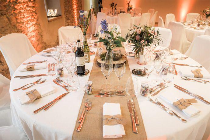 Le Mariage D Astrid Et Vincent Theme Champetre Blog Mariage Deco Table Mariage Champetre Decoration Table Ronde Mariage Decoration Table Mariage Champetre