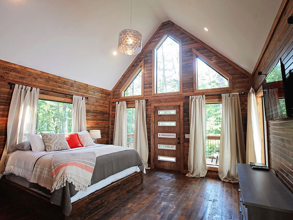 Stunning bedroom in Oklahoma cabin! Home, Home decor