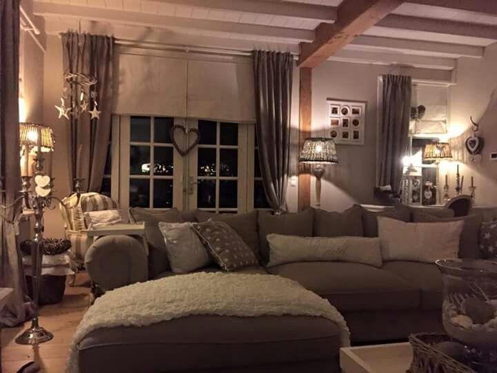 Mooie landelijke inrichting met prachtige vouw en for Overgordijnen woonkamer