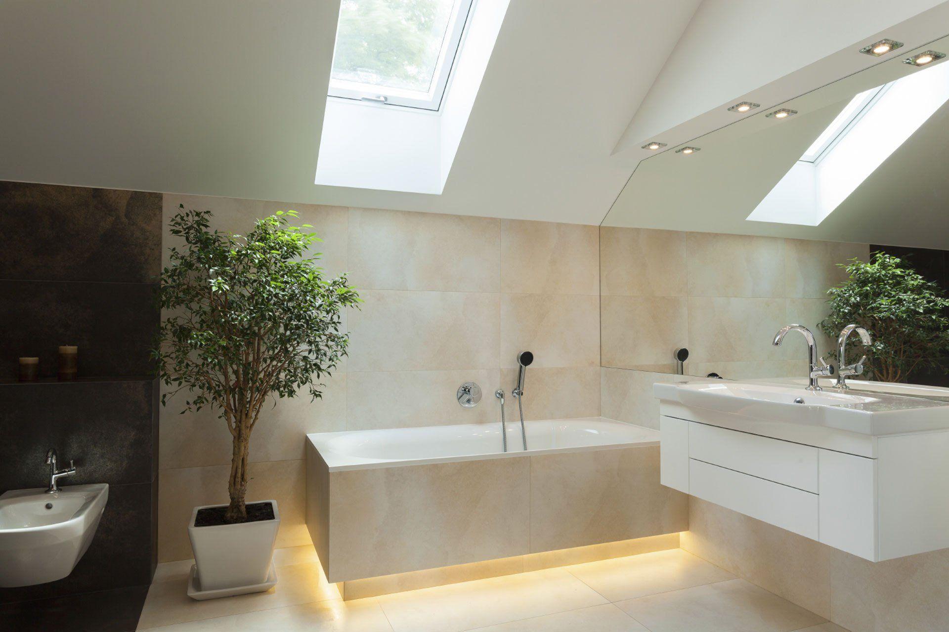 Finestra Bagno ~ Un bagno moderno illuminato da una finestra per tetti relax in