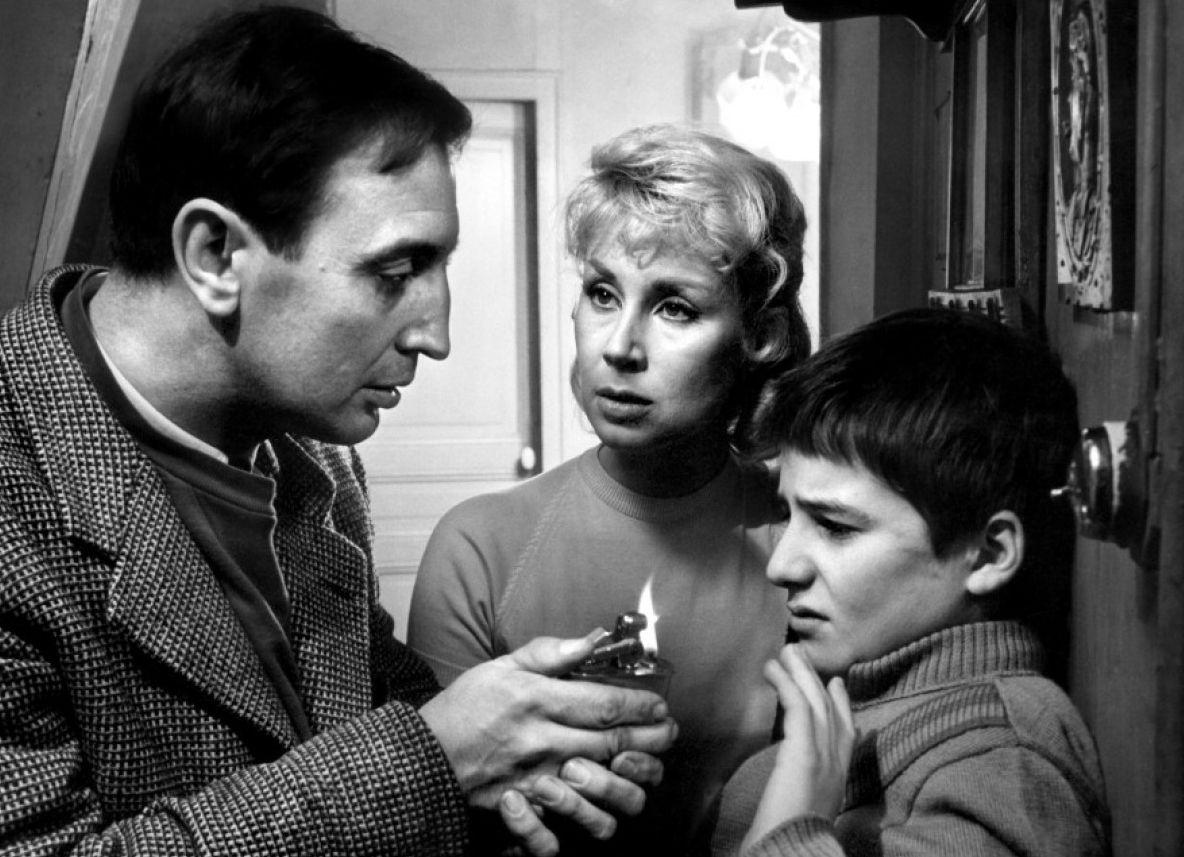"""Riferendosi a Moussy, dialogista del film e realizzatore (assieme a Bluwal) d'una trasmissione televisiva sui conflitti tra genitori e figli: """"Mi ha aiutato a rendere queste persone più umane e più vicine alla norma, meno caricaturali. E' formidabile"""