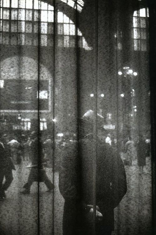 Louis Stettner - Central Waiting Hall, 1958