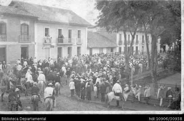 ◦Cabalgata durante la celebración de la Batalla de las florez. Palmira, 1920.