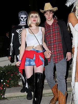 Emma Roberts Chord Overstreet Sport The Coolest Halloween Costumes Of The Weekend Celebrity Halloween Costumes Cool Halloween Costumes Pretty Woman Halloween