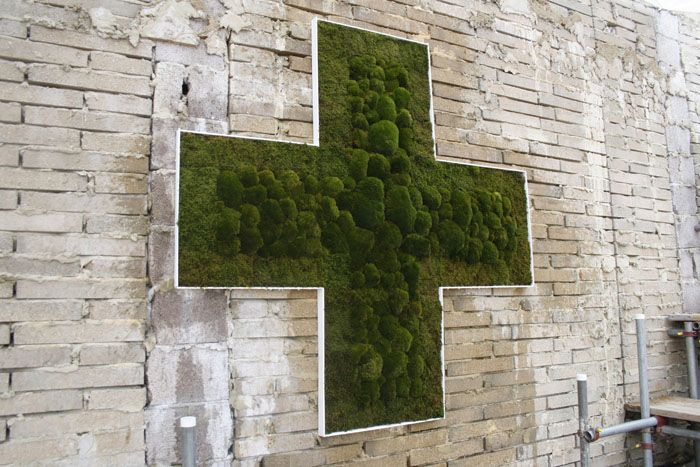 Pharmaceutical moss cross for The Urban Physic Garden in London / Green Home