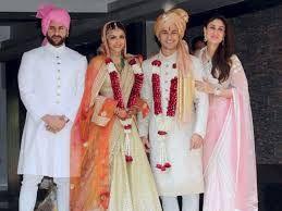 Saif, Soha, Kunal Khemu and Kareena pose for a picture together just after  the wedding of Soha & Kunal, Jan Mumbai