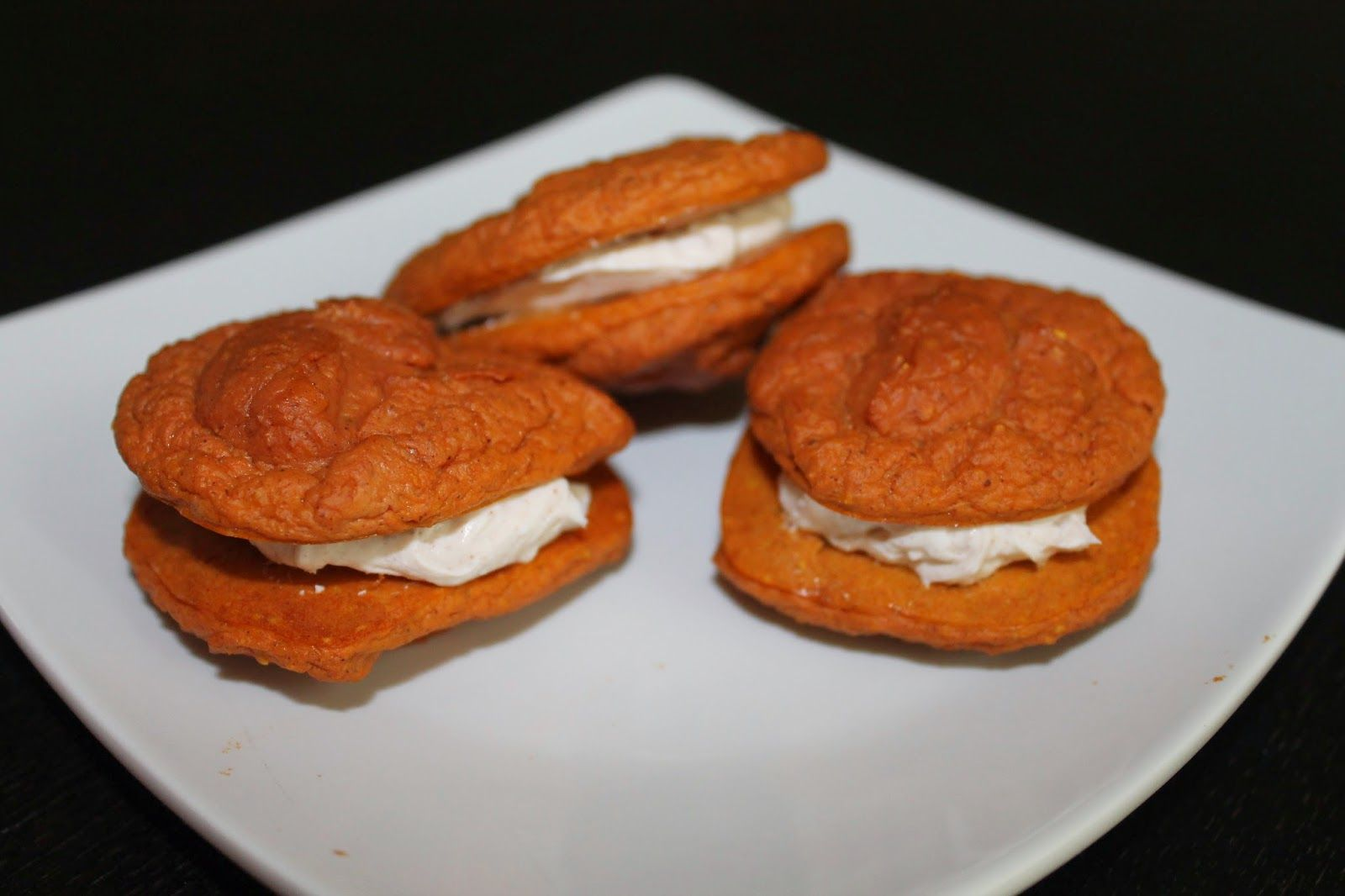 Healthy Carrot Cake Cookie Sandwiches!! 6 super soft cookies for only 330 calories :)