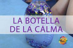 Mindfulness para niños.  La botella de la calma les ayuda enfocarse y calmar sus emociones y pensamientos. #kidsyoga #kidsminfulness #botelladelacalma #relajación #calmingjar