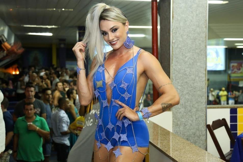 d04d006c6b985 Juliana Alves e Juju Salimeni arrasam em ensaio da Unidos da Tijuca ...