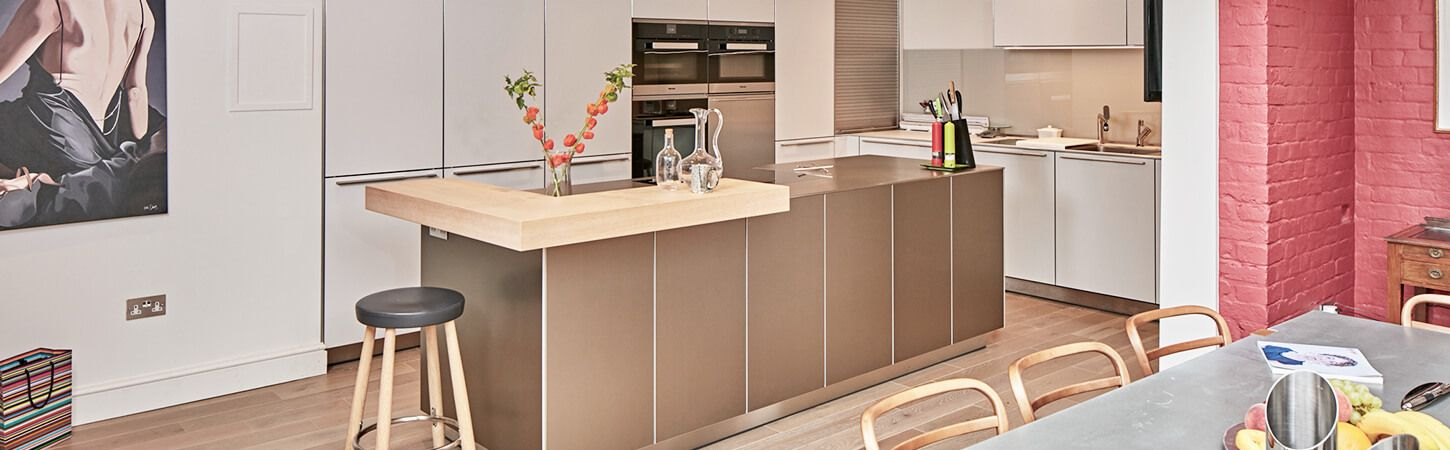 Bulthaup B3 wall hung and low bulthaup b3 cabinets finished in kaolin