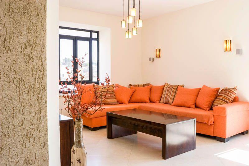 Si tus paredes son blancas, utiliza muebles de colores brillantes