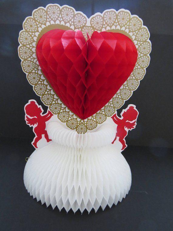 Vintage Beistle Valentinstag Tischdekoration - Cupids Holding Honeycomb Heart ..... #valentinesdaydecorations