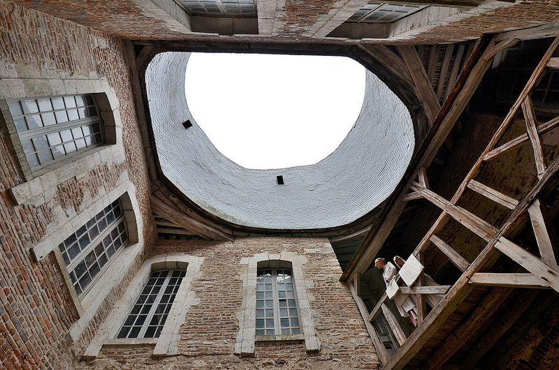 Saint-Fargeau (Yonne) - Le château - Tour dite du Moulin, rebaptisée Tour Jacques Coeur au XVe.