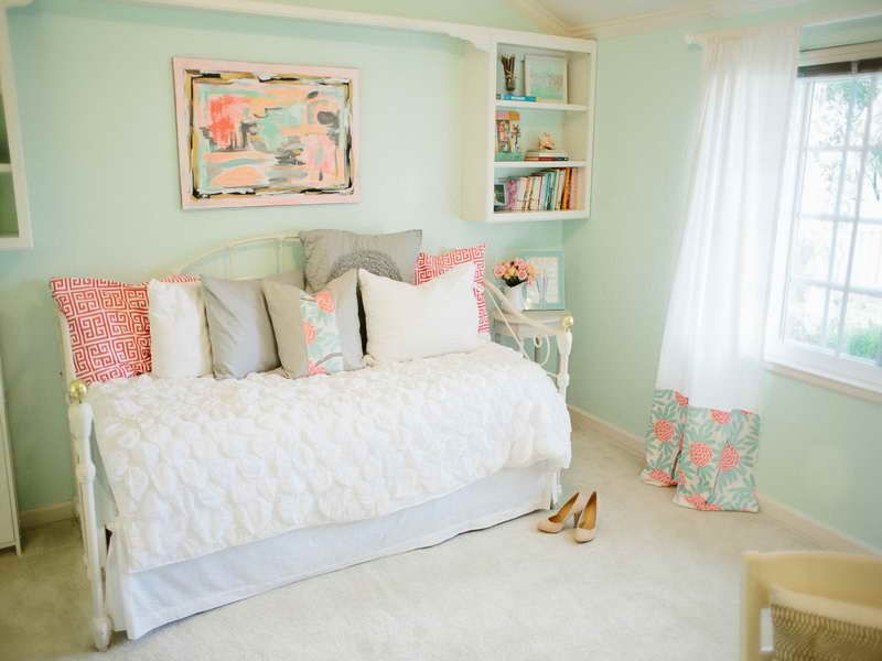 This Is What I Want Our Guest Bedroom To Look Like! Michaela Noelle  Designs: {Mint U0026 Peachy Pink} My Bedroom Tour Reveal