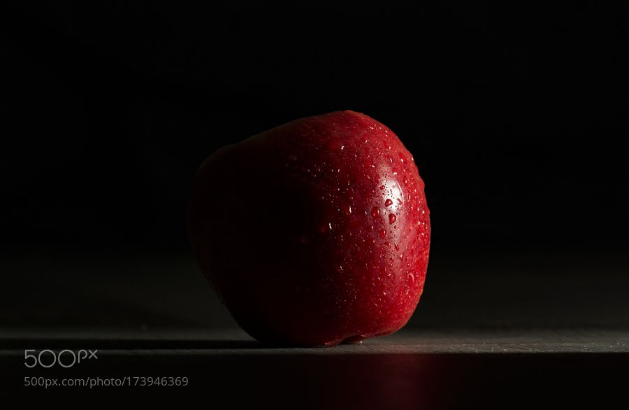 Red Apple by -dgs-