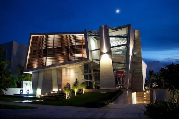 Casa Gòmez developed by SO Studio in Cancun, Mexico is a residential project exhibiting the up-mentioned characteristics.