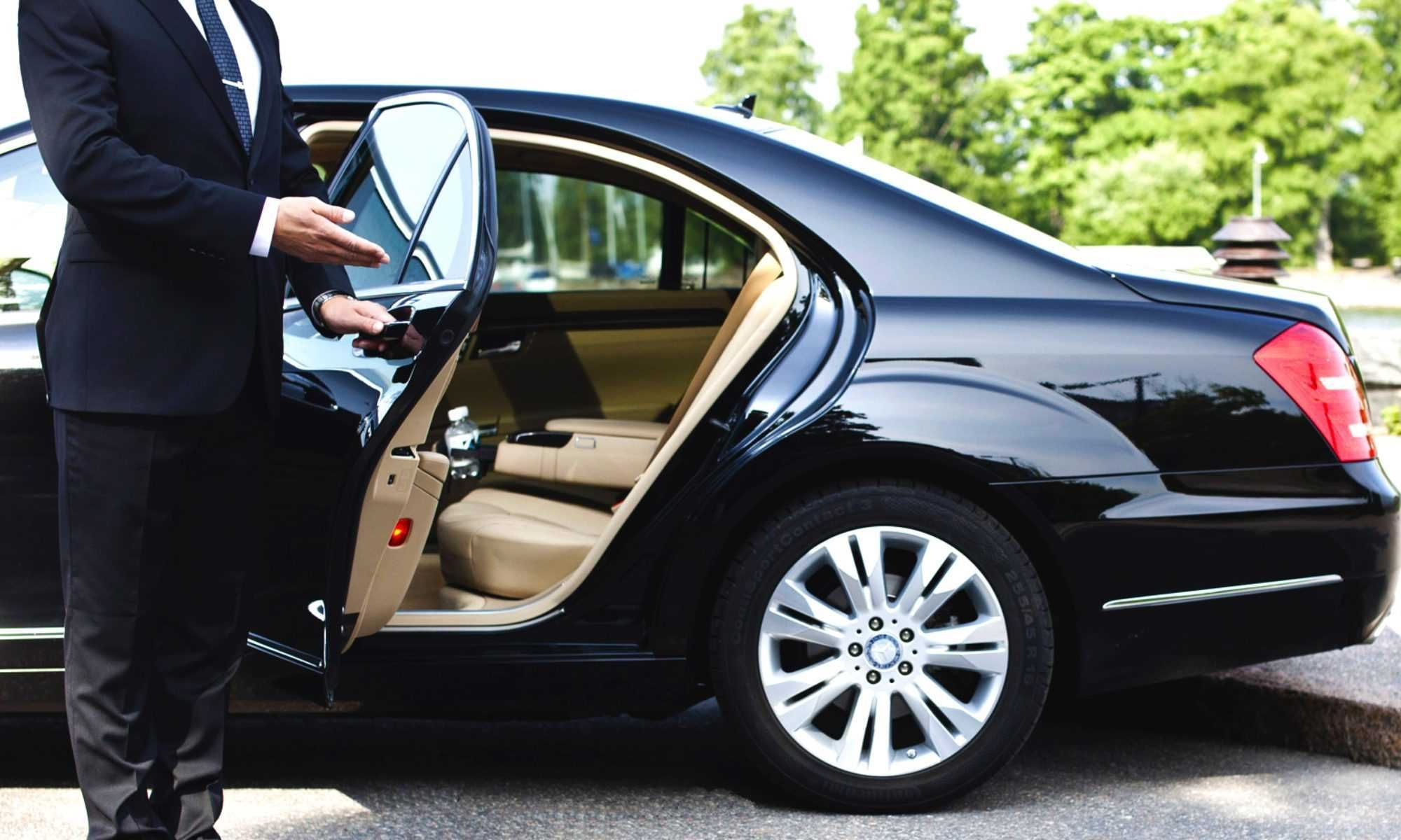 Hourly Car Service Canada Limo Call Us Now Or Book Online In 2020 Car Rental Party Bus Rental Limousine