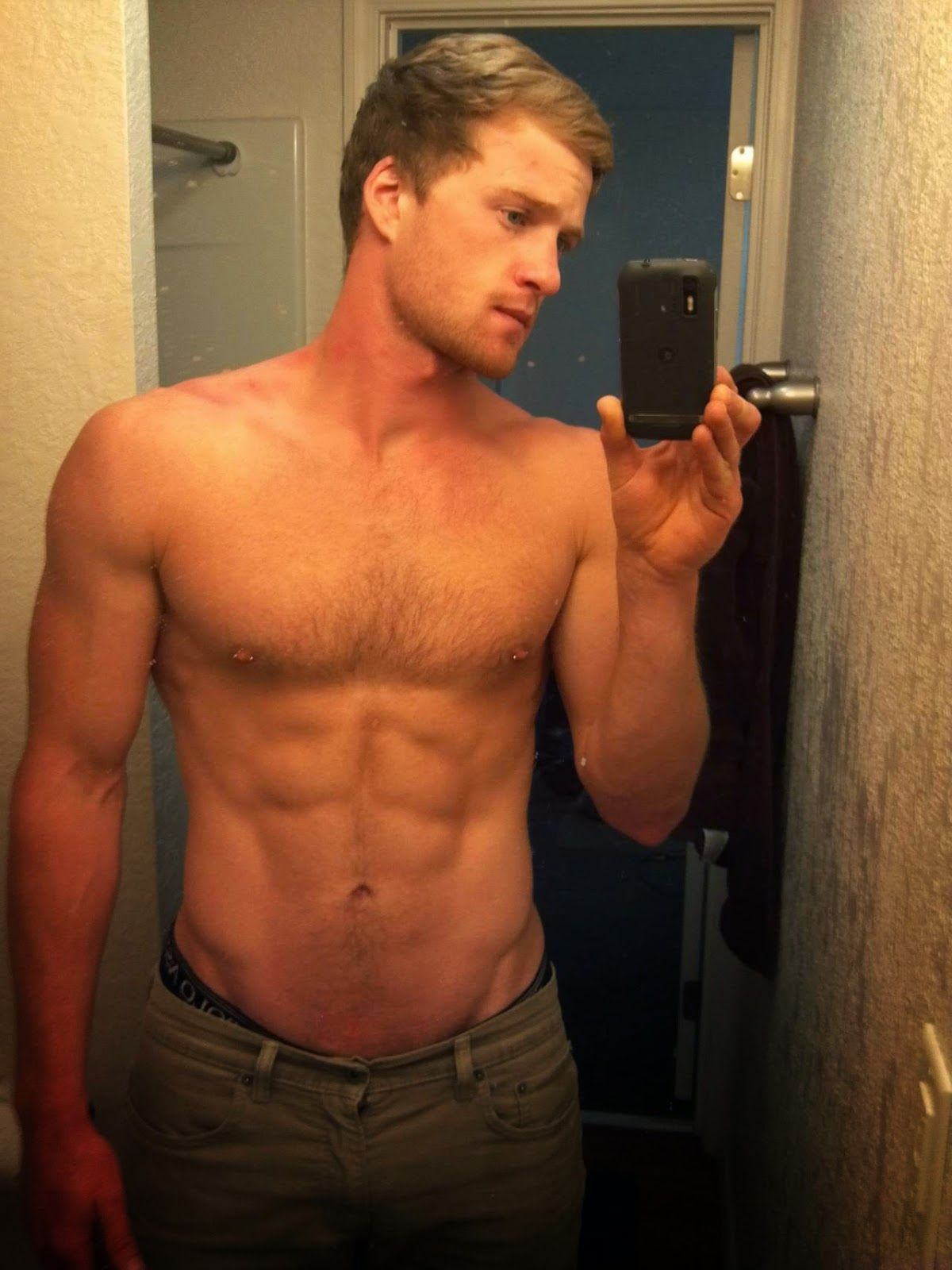 Pin On Haf Guys In Shirtless Selfies-7877
