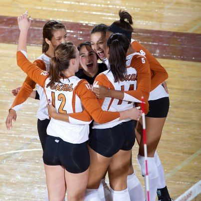 Ut Volleyball Team Longhorn Sports Www Hornsillustrated Com Female Volleyball Players Volleyball Team Beach Volleyball