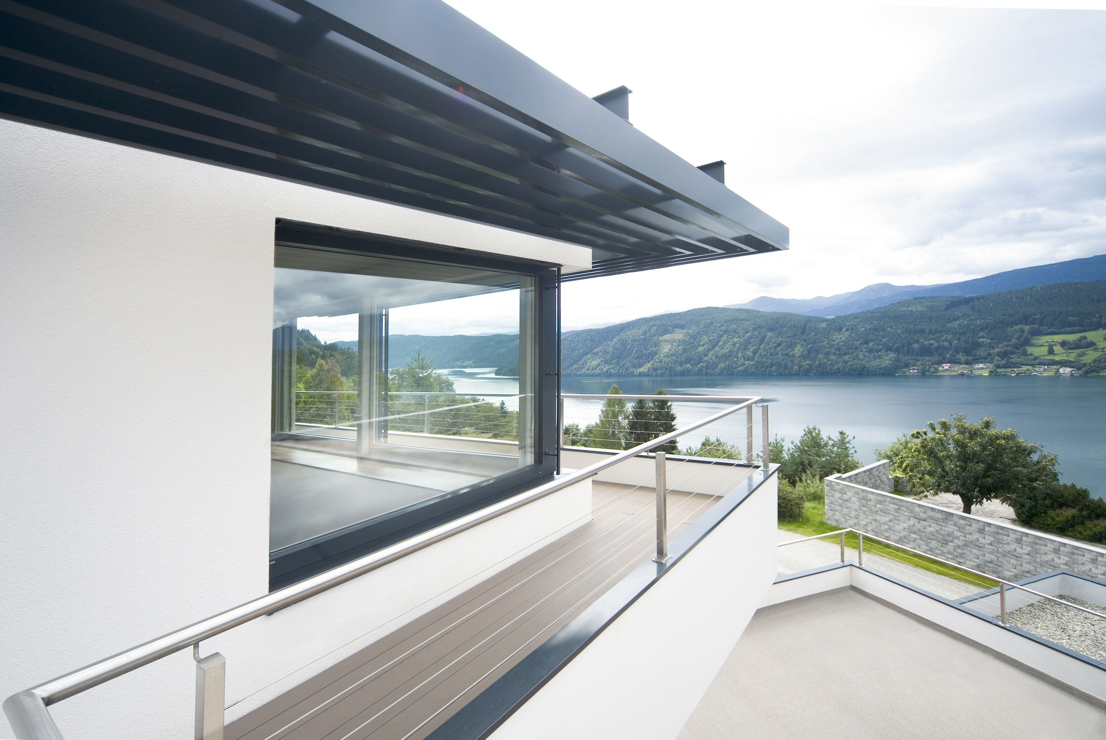 Goals a house overlooking a captivating scene a lake for Internorm fenster