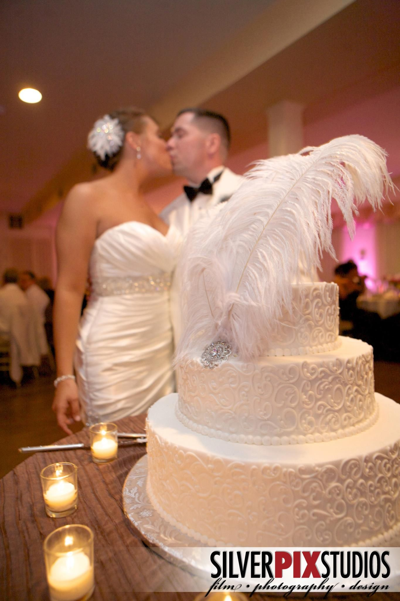 THE GREAT GATSBY themed wedding. Love the feathers on the cake. Photography by Amber Maher-GIlb ...