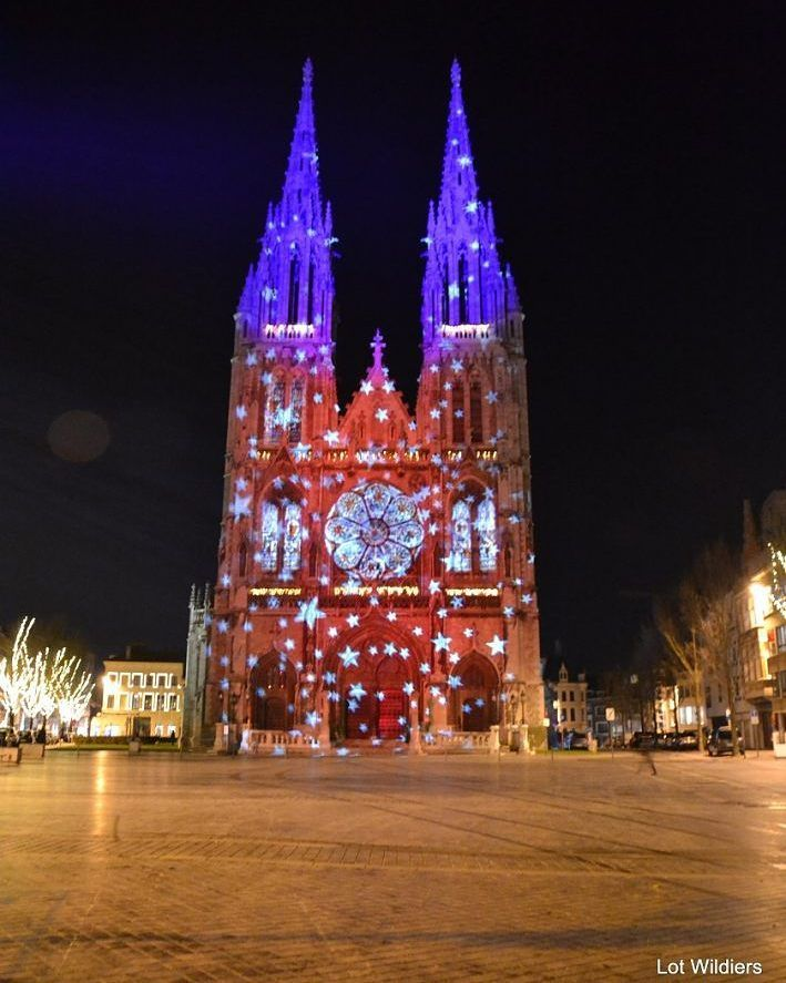 When walking in Oostende at night I got surprised while turning a corner on this church. The lights made the old gothic church into true Christmas joy. Go Winter In Oostende! - - - #exploremore #liveauthentic #discoverearth #justliving2017 #modernoutdoorswoman #letsgosomewhere #unpackadventure #visualcollective #traveleurope #wildernissnation #adventureculture #exploretocreate #exklusive_shot #theoutbound #neverstopexploring #adventurethatslife #intothewild #travelphotographer #traveldeeper…