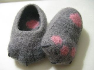 How cute these felted Kitty Baby , by Anna Meier! Pattern ($)
